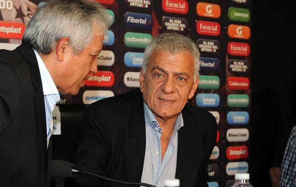 Guillermo Lorente permanecerá alejado de sus funciones en el club del Parque por un tiempo.