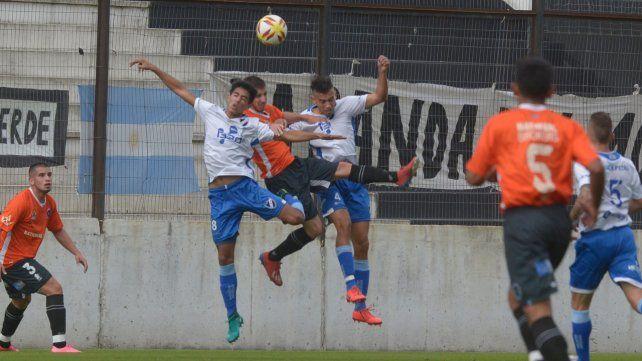 El duelo. Argentino fue eliminado el sábado por Real Pilar en la definición por penales.