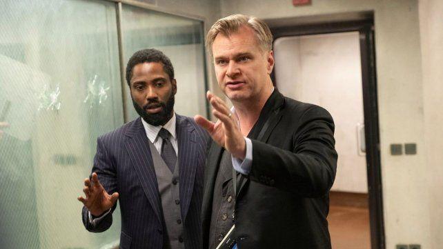 Christopher Nolan y John David Washington durante la filmación.