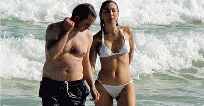 Ingrid Betancourt vive un romance, y no lo esconde en las playas de Miami