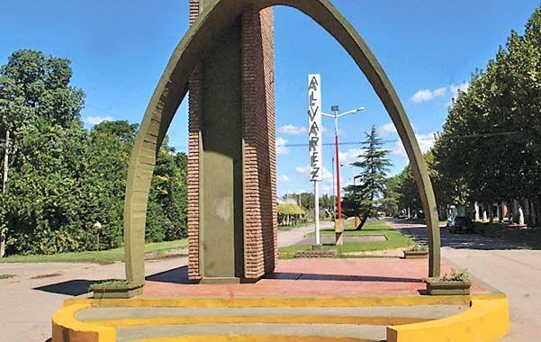 En Alvarez. Una cámara puesta en el arco registró el auto de los ladrones. (Foto: C. Muti Lovera)