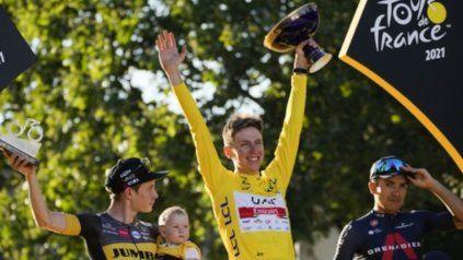 Tadej Pogacar ganó el Tour de Francia y es el ciclista más joven en conquistarlo dos veces