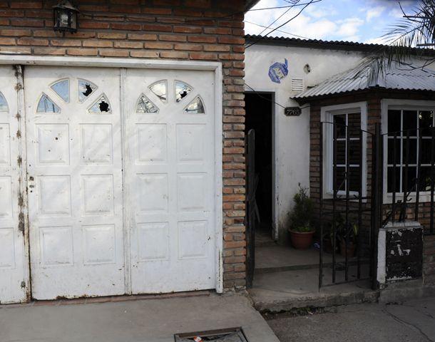La vivienda particular de la familia Abaca sufre ataques desde 2012.