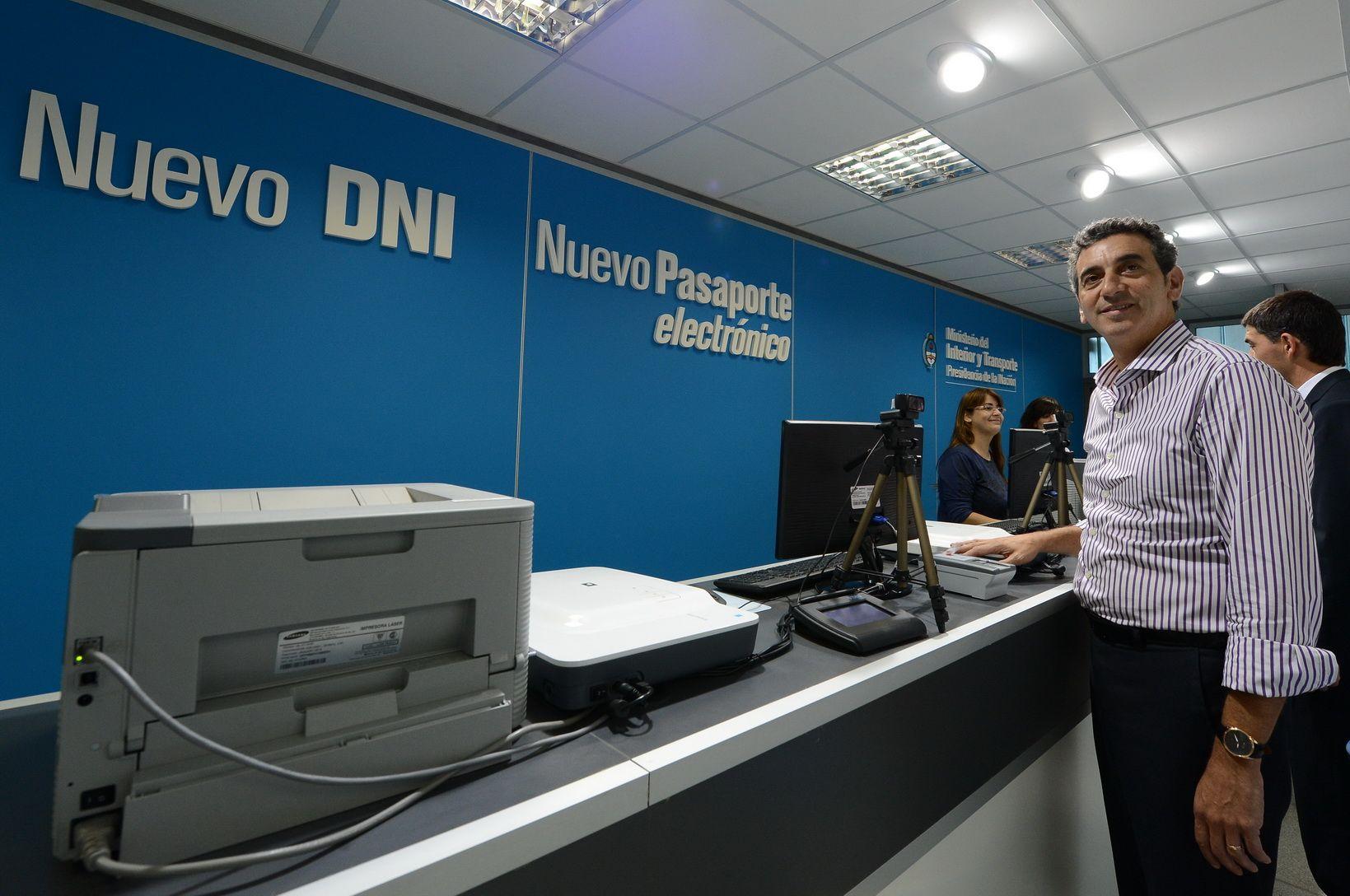 """Randazzo señaló: """"Ya llevamos abiertos más de 3 mil centros de documentación y por decisión de la presidenta"""