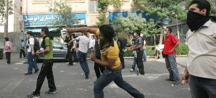 Irán: sigue la escalada de violencia entre la oposición y las fuerzas de seguridad