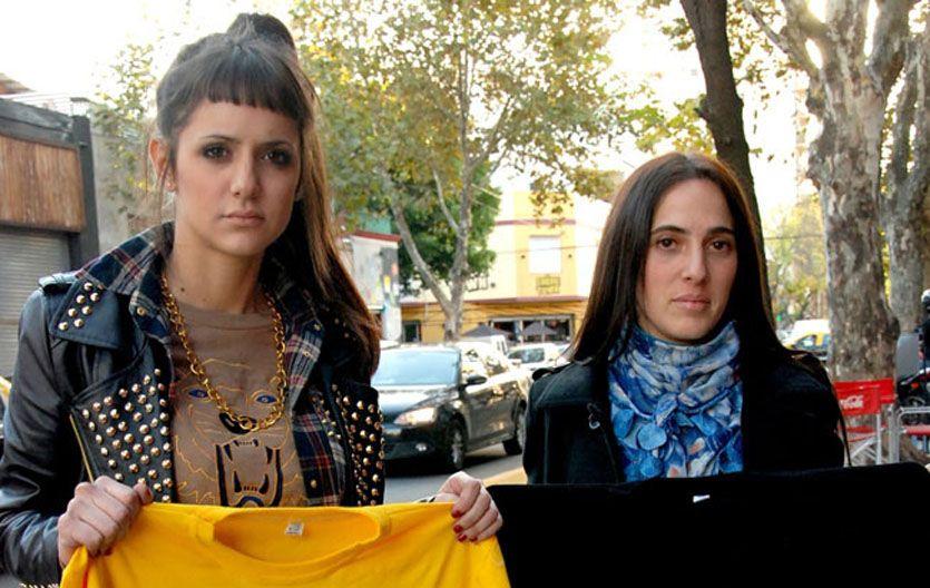 Estefanía Miguel (izquierda) y una amiga
