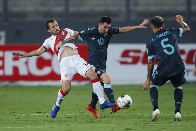 Messi la pelea con Calcaterra. A Leo sólo le faltó el gol.