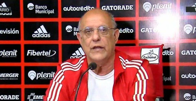 Bermúdez respaldó a Osella ante la decisión del técnico de no dirigir a los juveniles.