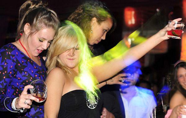 El médico advierte que las chicas son las más afectadas porque están menos acostumbradas a beber.