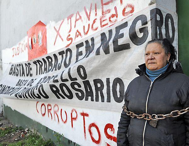 Familiares de Saucedo protestaron varias veces frente a la fábrica. (Virginia Benedetto / La Capital)