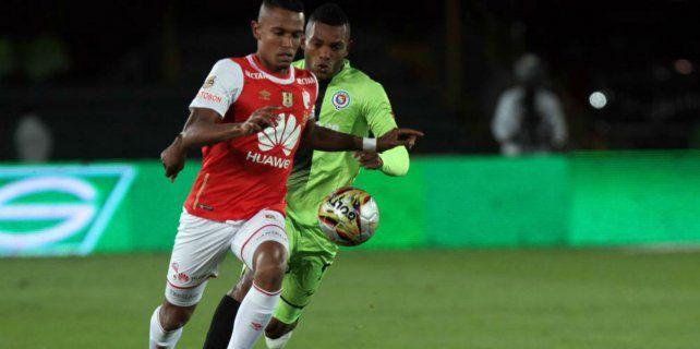En acción. El zaguero colombiano William Tesillo juega en Independiente Santa Fe (Bogotá).