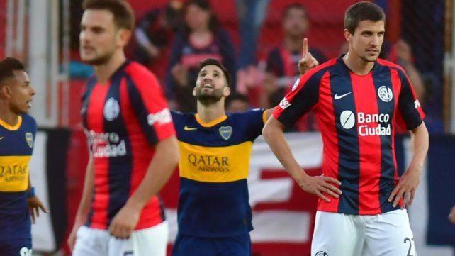 El primer grito. Lisandro López convirtió de cabeza en el cierre del primer tiempo.