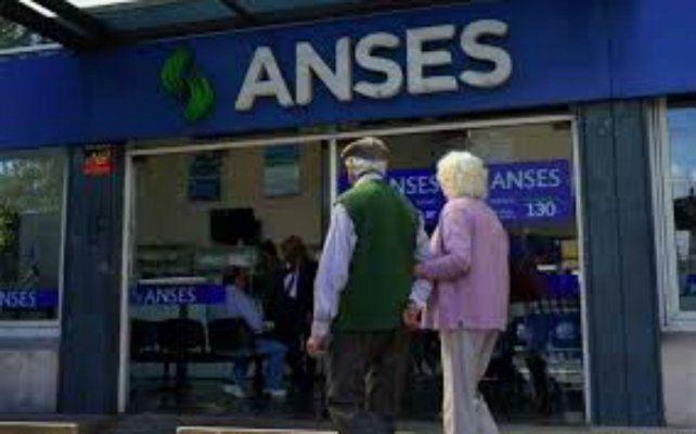 Ansés informò que los jubilados y pensionados con haberes superiores a $ 21.393 y con DNI finalizado en 6 y 7 cobran este martes.