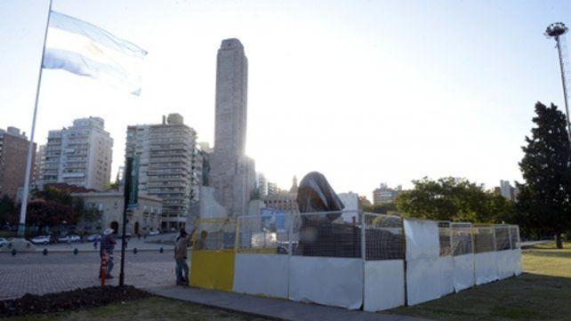 en aprestos. En la ceremonia de esta tarde se descubrirá un busto de Manuel Belgrano que se emplazó frente al Monumento.