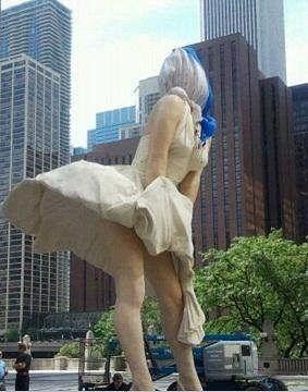 Una Marilyn Monroe gigante embellece a Chicago