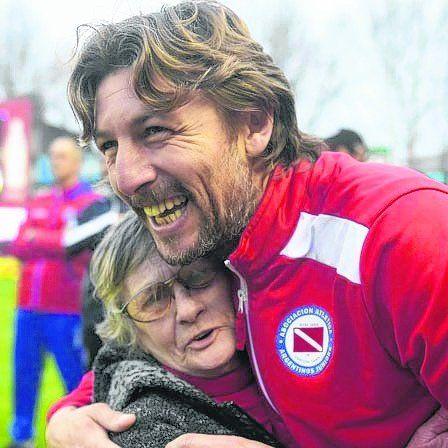 Festejo Bicho. Heinze llevó a Argentinos a primera división.