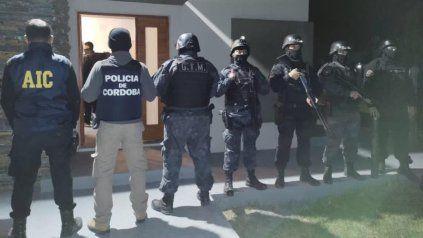 Efectivos de Santa Fe y Córdoba en la casa allanada en Roldán.