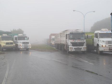 Por la niebla en la región rige el alerta vial. Recomiendan no salir a la ruta. (Foto de archivo: N. Juncos.)
