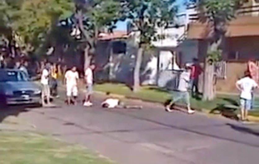 Grabado. En 10 segundos de imágenes captadas con un celular quedó registrado el ataque mortal a David Moreira.