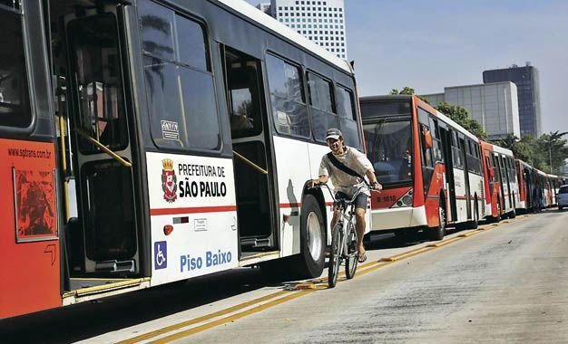 Sin colectivos. Los choferes paulistas abandonaron sus vehículos en las grandes avenidas