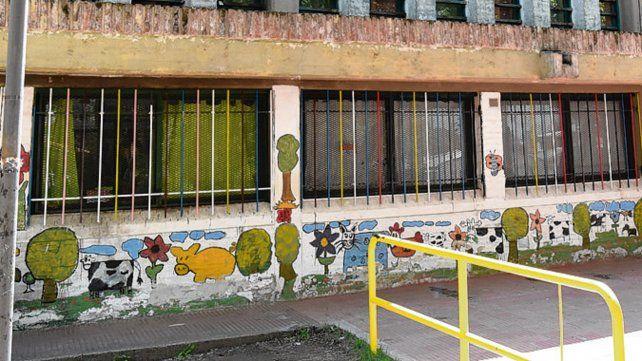 En la mira. La escuela Gabriela Mistral está a merced de los delincuentes.