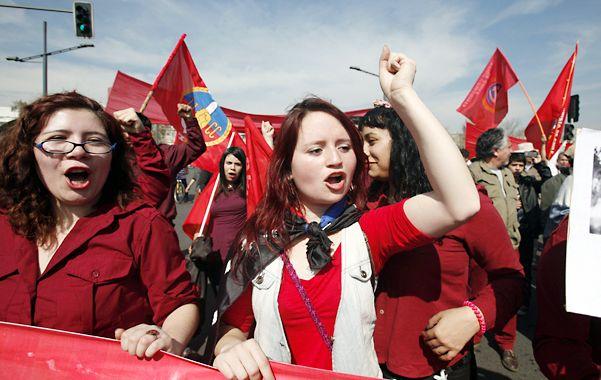 En marcha. Una columna de la juventud comunista