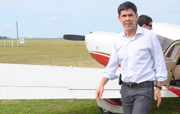 Ramos supervisó las obras de balizamiento en la pista del aeroclub de San Justo.
