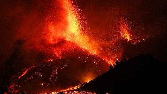 Ríos de lava en La Palma: 5.500 evacuados y cien casas destruidas