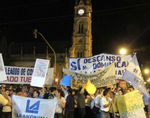 Empleados de comercio y políticos marcharon por las calles de Venado Tuerto.