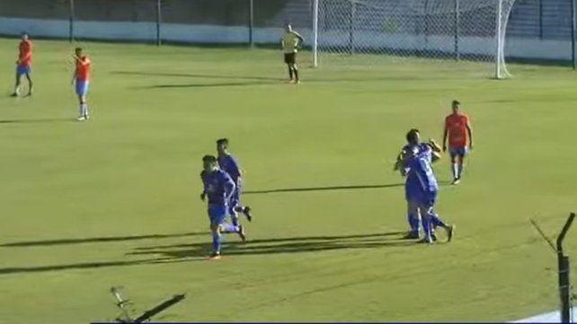 Todos los salaítos festejan el segundo gol de Guido Campagnoli