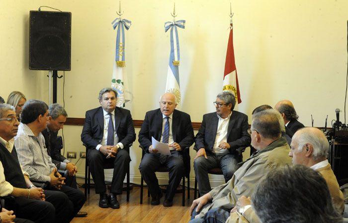 El gobernador expuso ante los representantes de los gremios acerca de sus planes de seguridad. (Foto: G. de los Ríos)