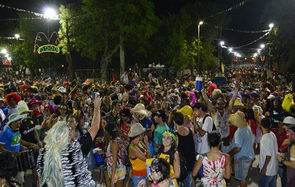 Una Multitud. La noche del sábado convocó en Victoria a miles de visitantes. Terror do Corso volvió a ser la atracción.