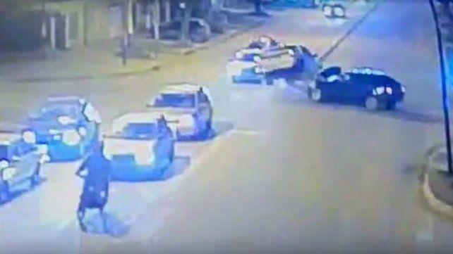 Un espectacular choque en Rivarola y Circunvalación quedó registrado por las cámaras de videovigilancia.