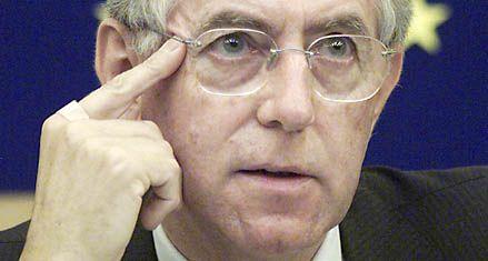El economista Mario Monti quedó a un paso de sustituir a Berlusconi