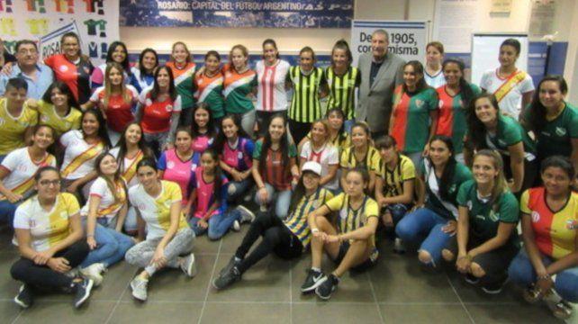 Las chicas presente: El fútbol en el femenino comenzará a partir de las 9 en nueve sedes designadas