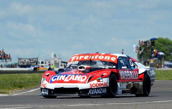 Rossi se encamina en soledad a la bandera a cuadros en el circuito de Paraná. (Foto: Télam)
