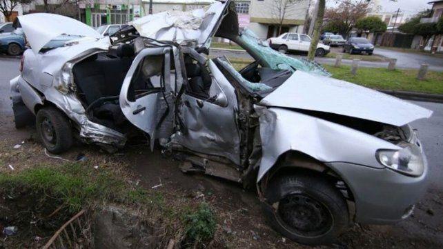Una chica de 12 años murió al chocar el auto que conducía un adolescente contra una columna
