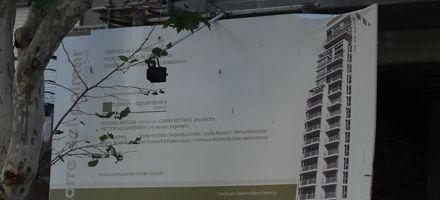 La mayoría de los carteles de obras en construcción están en infracción