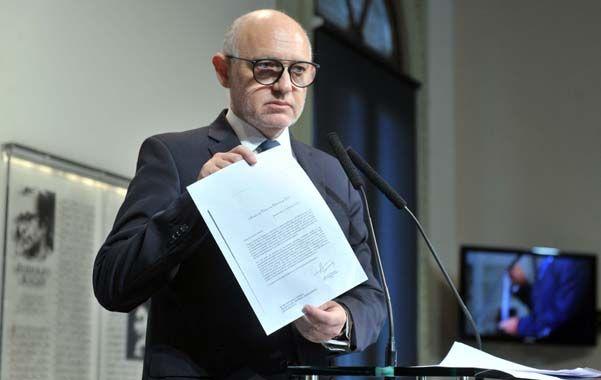 voz oficial. El canciller exhibió notas del gobierno a Interpol aclarando que las alertas rojas contra los iraníes no se caían.