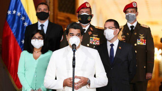 Maduro y la cúpula de su gobierno. Los amigos del gobierno fugaron más de 10 mil millones de dólares malhabidos.