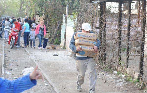 Habitantes del asentamiento relataron que las bolsas de 10 kilos de azúcar se vendían a 25 pesos.