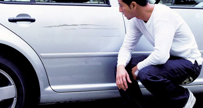 Buscan a un rayador serial que ya arruinó 120 autos en un pueblito cordobés