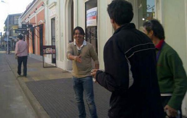 El Muñeco a la salida del hotel en San Pedro donde estuvo reunido esta tarde con la dirigencia leprosa. (Foto vía Twitter @AlejoERivera)