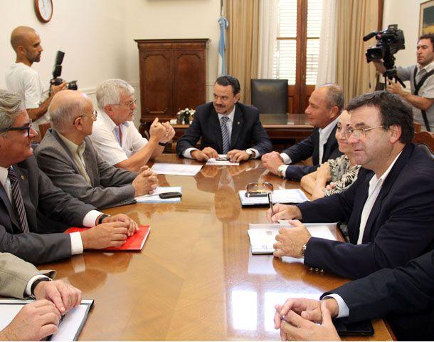 El ministro de Gobierno Rubén Galassi presidió la reunión de la que participaron los dirigentes de ATE y UPCN.
