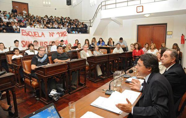 Chicos y docentes participaron del Foro en el Concejo organizado por Giuliano.