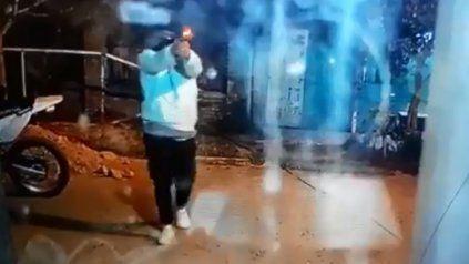 A quemarropa: Balearon un kiosco en Granadero Baigorria y el ataque quedó filmado