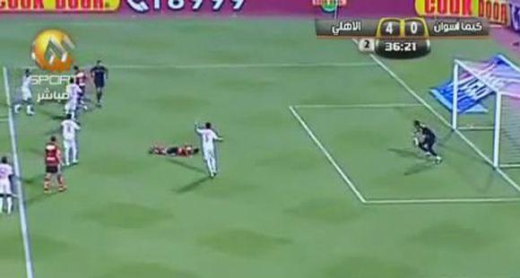 El Messi argelino derrapó al patear un penal a lo Loco Abreu
