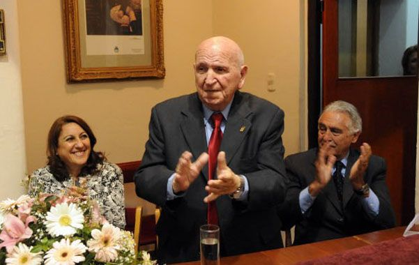 El dirigente de las asociaciones españolas fue declarado Ciudadano Distinguido por la intendenta Fein.