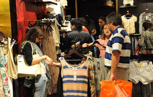Indumentaria. La venta de ropa en los comercios cayó 3