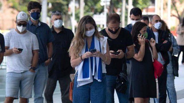 Uruguay registró más de 2.000 nuevos casos de Covid y vaticinan que seguirán subiendo